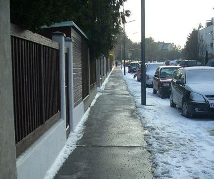 schneegeräumter-Gehsteig