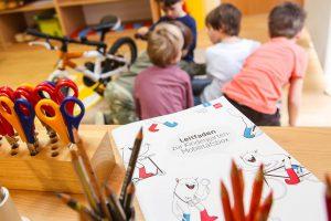 Der Leitfaden zur Kindergarten-Mobilitätsbox unterstützt mit Ideen und Anregungen