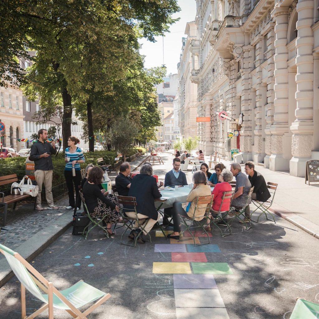 Treffen der AnrainerInnen der Coolen Straße Börsegasse mit Birgit Hebein.