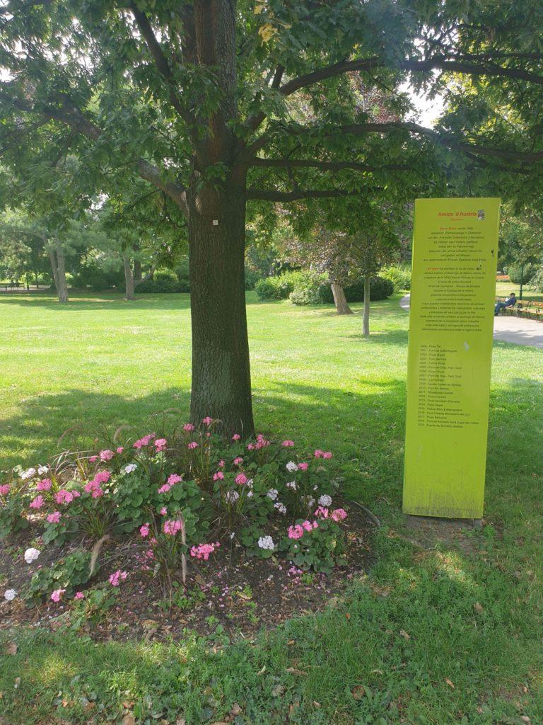 """katalanisch-österreichische Initiative """"Amics d'Austria"""" im Wiener Stadtpark"""