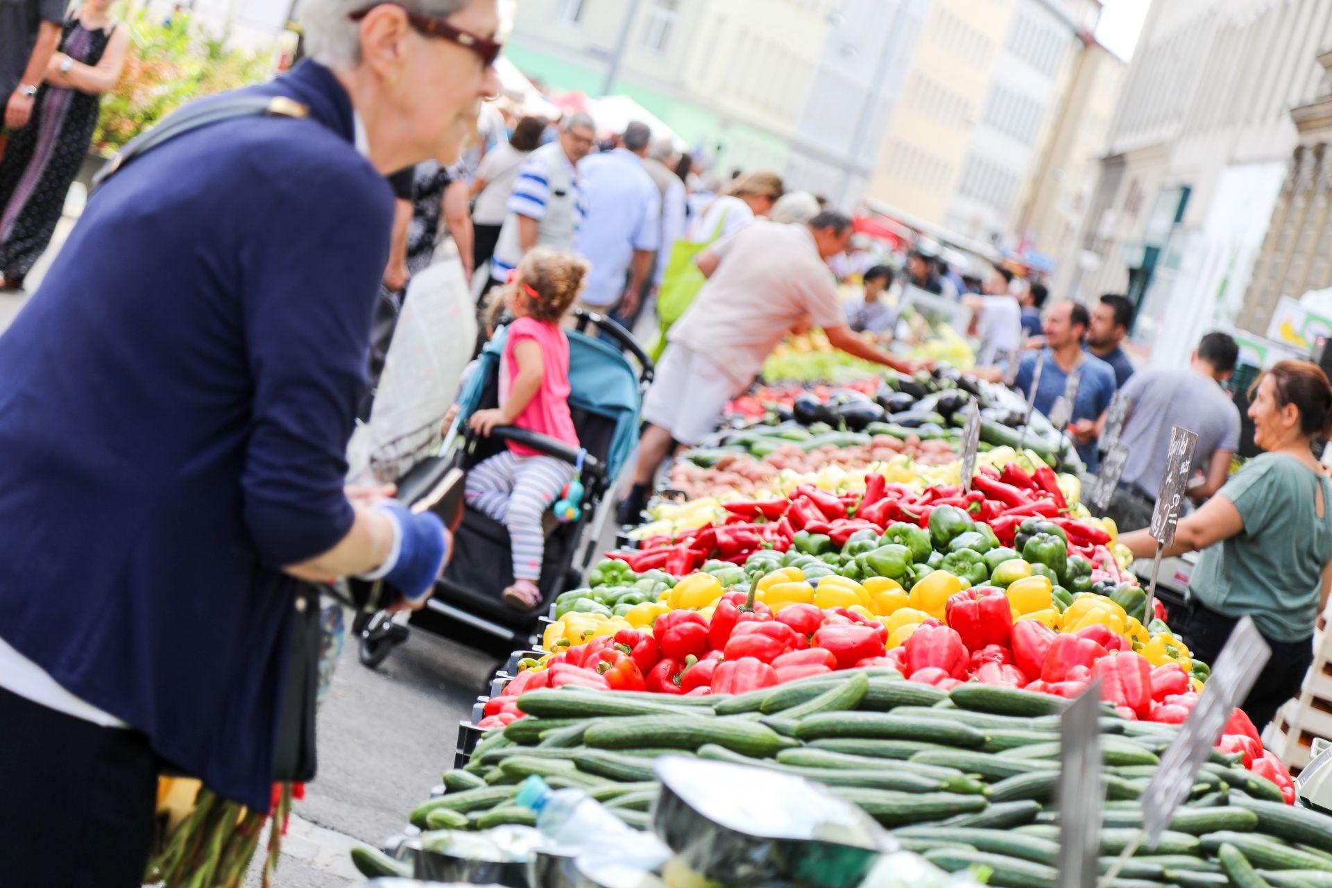 Gemüsestände am Yppenplatz